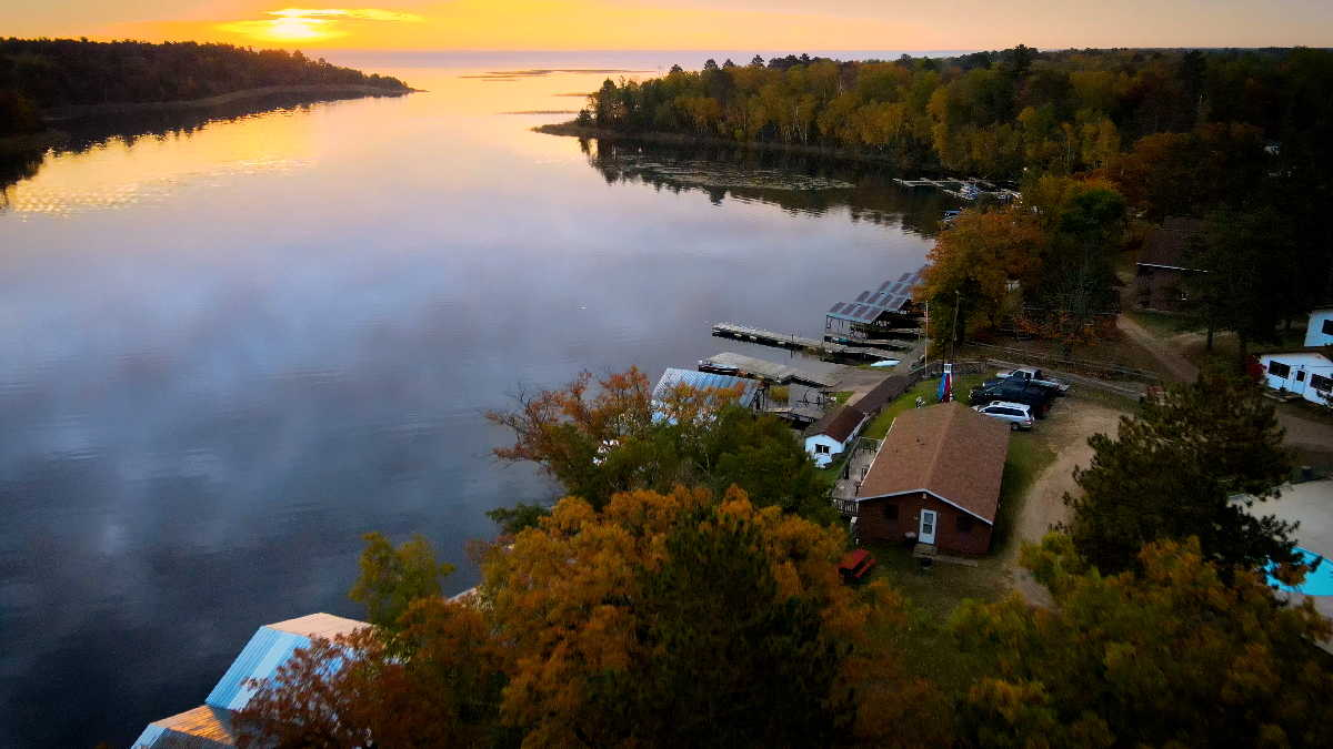 Mississippi River resort for sale Four Seasons